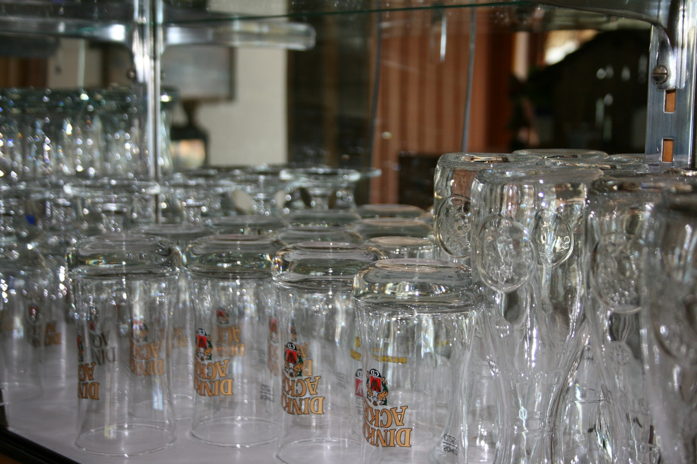 Gläserregal